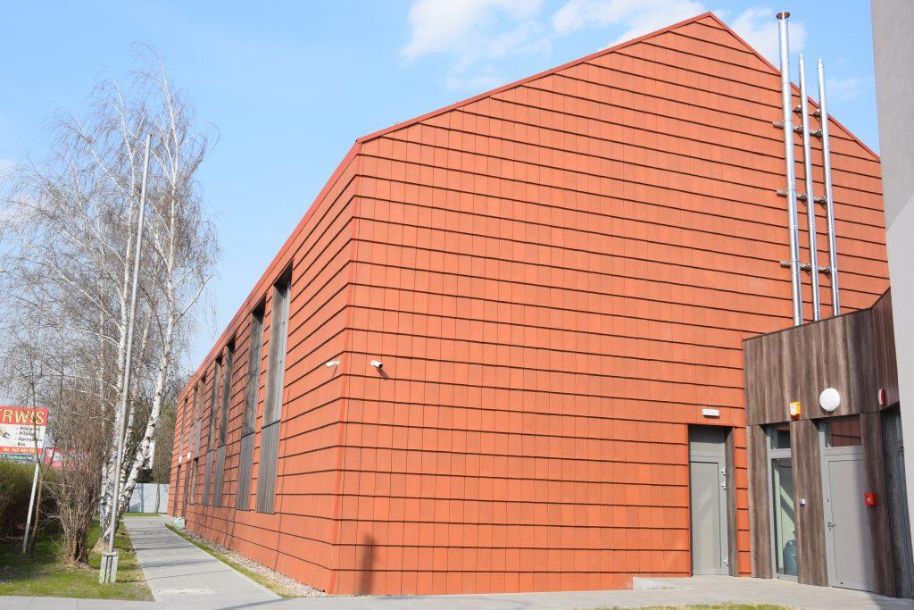 budynek rozbudowanej szkoły w Psarach